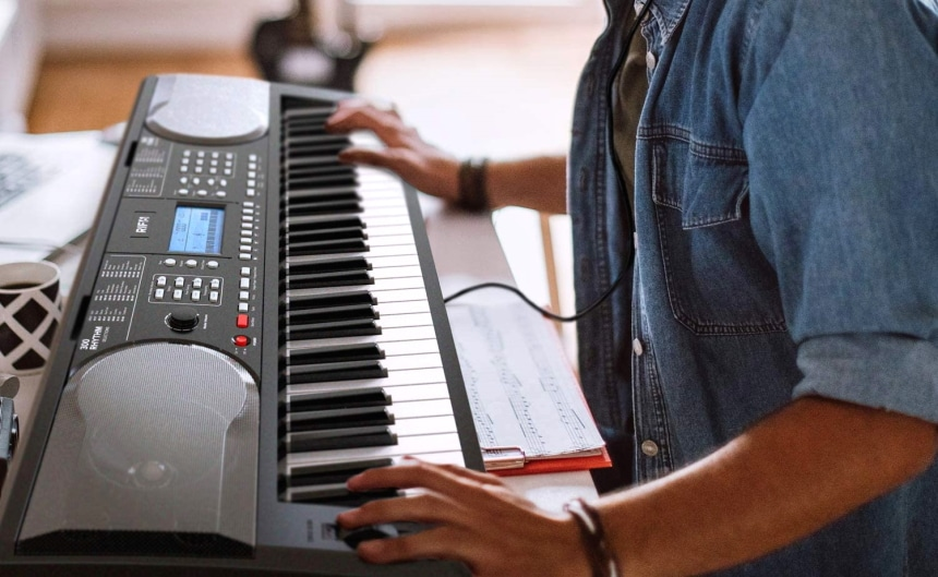 10 Best Digital Pianos under $300 - Ideal Choice for Beginners