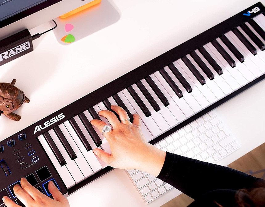 6 Best 49 Key Midi Controllers for True Musicians at Heart!