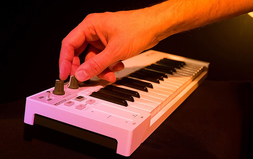10 Easy-to-Use MIDI Keyboards for Beginners to Start Right Away