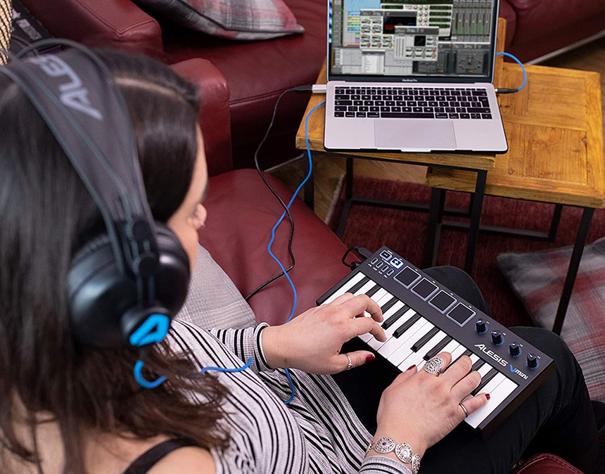 Top 7 Budget MIDI Keyboards under $100 – Catch Your Opportunity to Create Music!